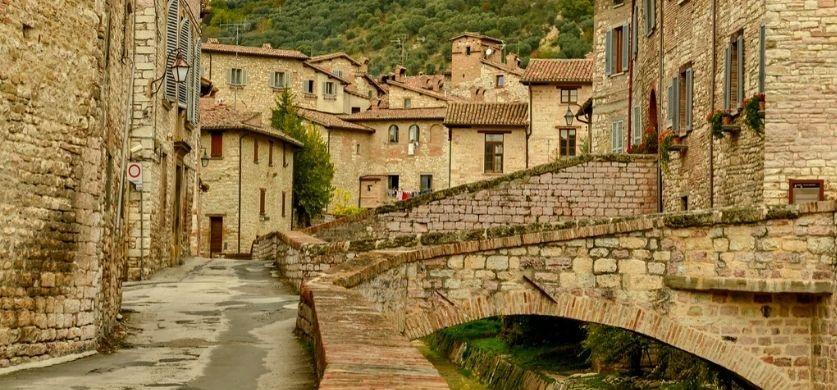 Uno scorcio della città di Gubbio [Foto di chscalone]