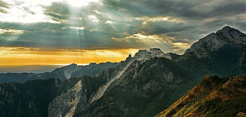 Tracciato della via Vandelli. Le Alpi Apuane