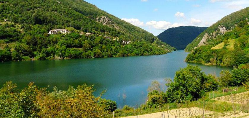 Via Vandelli. Il lago di Vagli